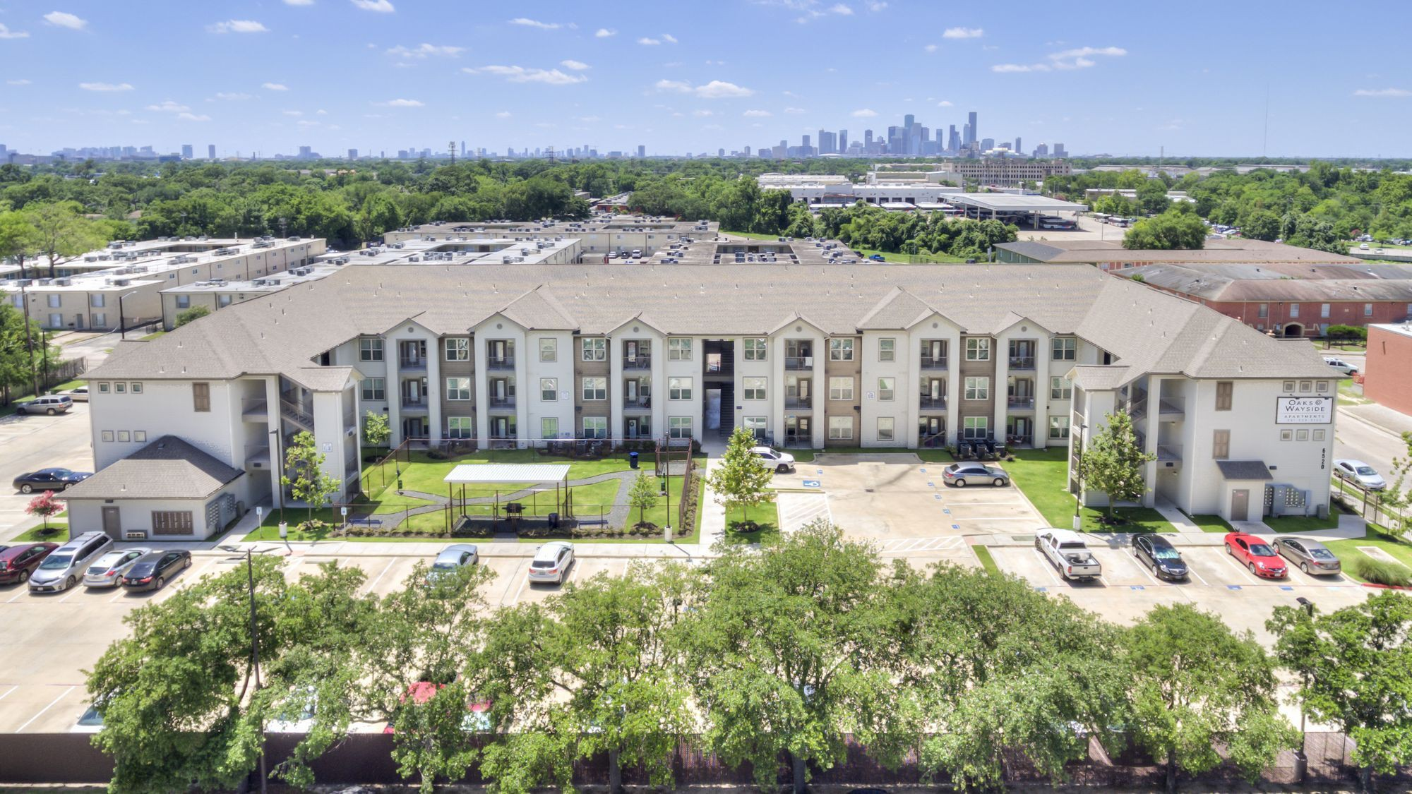 Apartments Near UH The Oaks at Wayside for University of Houston Students in Houston, TX