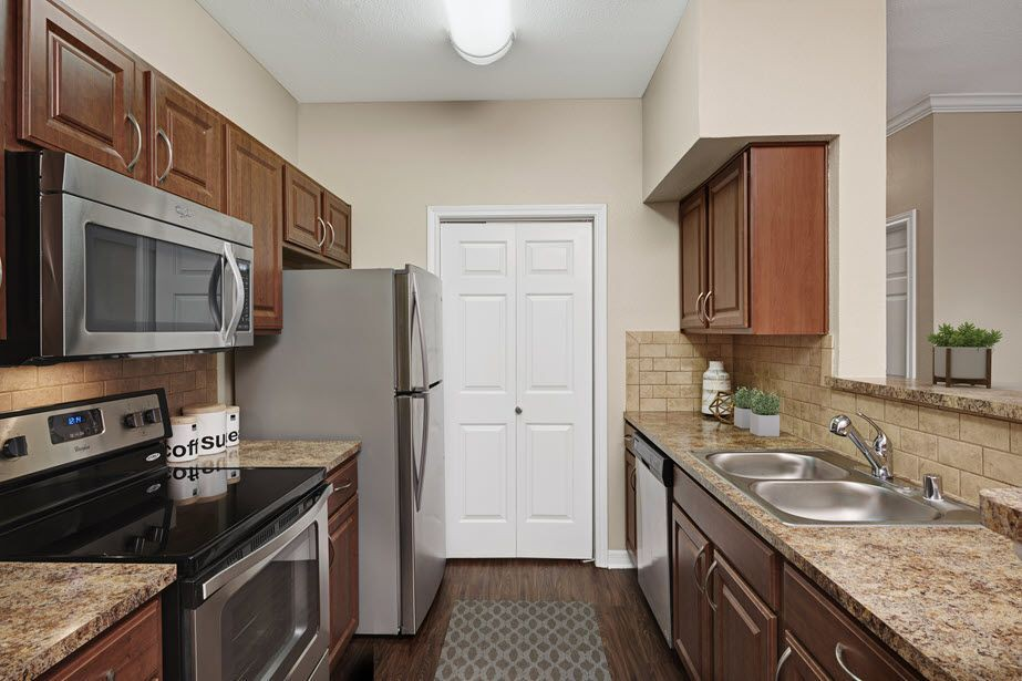 Apartments Near UT Dallas Camden Buckingham for University of Texas at Dallas Students in Richardson, TX