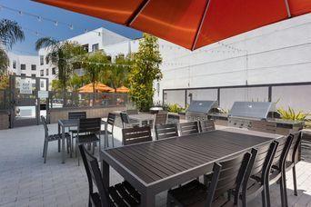 Apartments Near JFKU Vaya for John F Kennedy University Students in Pleasant Hill, CA
