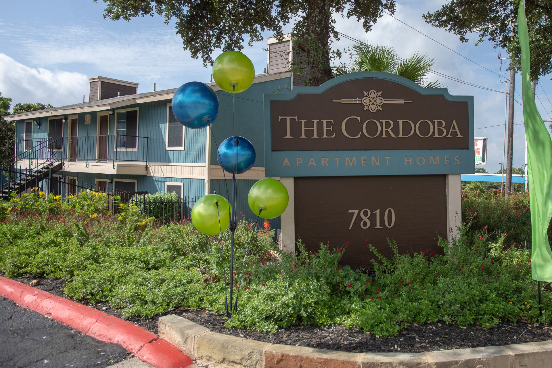 Apartments Near UTHSCSA The Cordoba for The University of Texas Health Science Center at San Antonio Students in San Antonio, TX