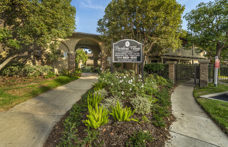 Apartments Near CCCD Pasadena Village for Coast Community College District Students in Coasta Mesa, CA