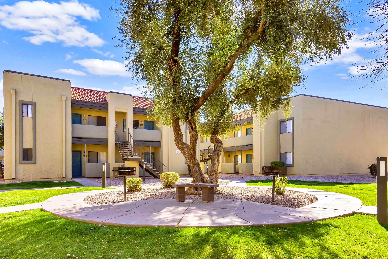 Apartments Near Thunderbird Park at 33rd for Thunderbird School of Global Management Students in Glendale, AZ