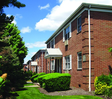 Apartments Near Felician Briarwood Apartments for Felician College Students in Lodi, NJ