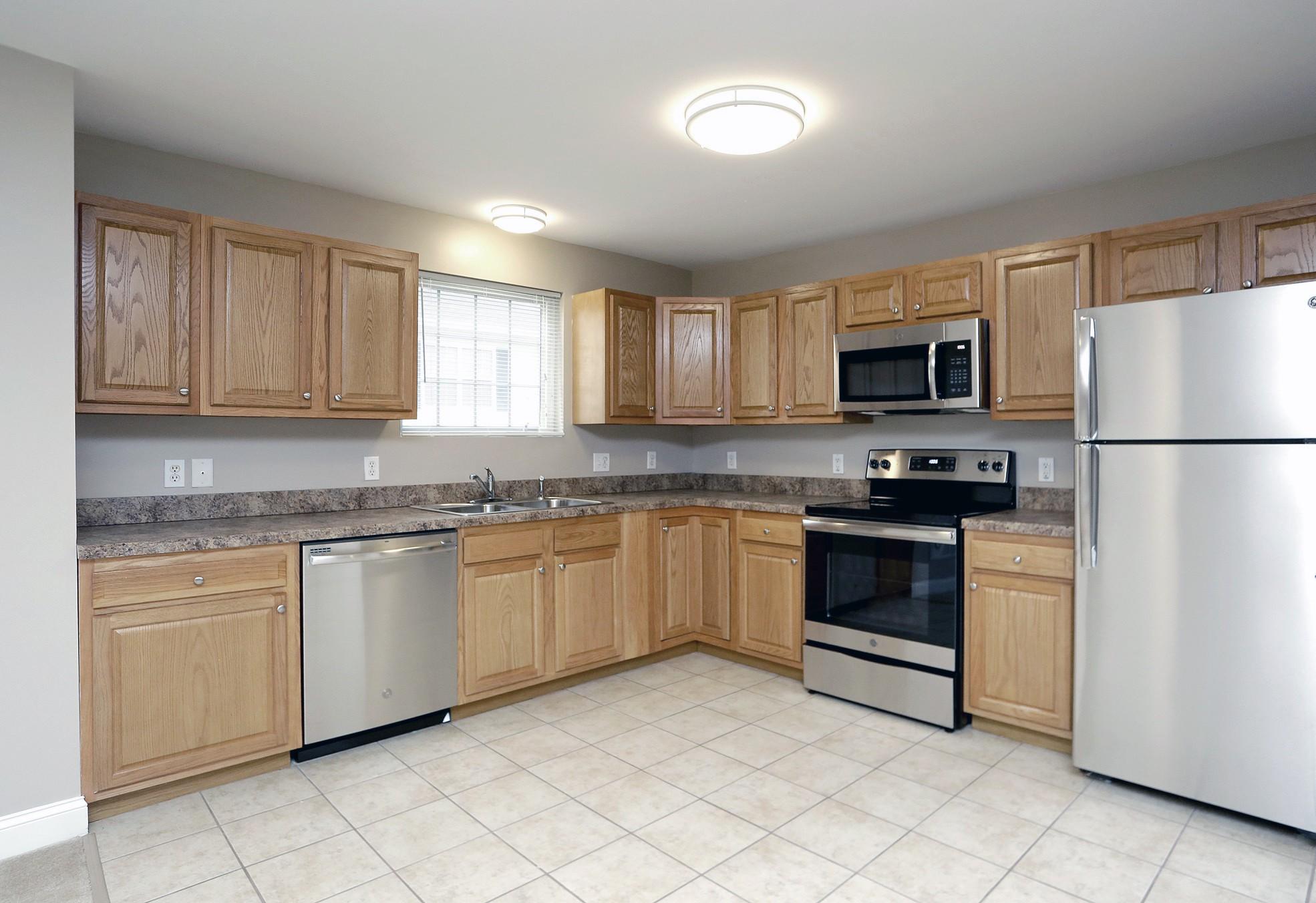 Apartments Near Merrimack Abbott Landing for Merrimack College Students in North Andover, MA