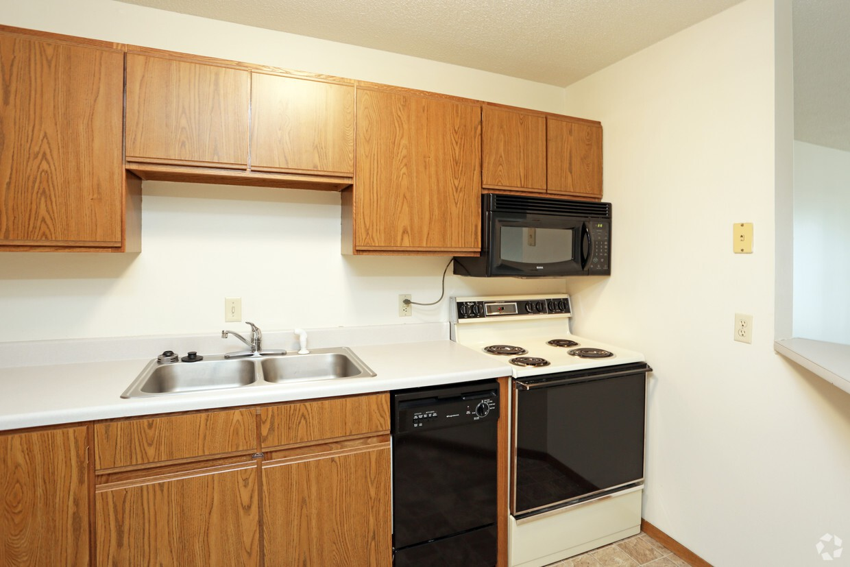 Apartments Near Augie Bentwood Manor Apartments for Augustana College Students in Sioux Falls, SD