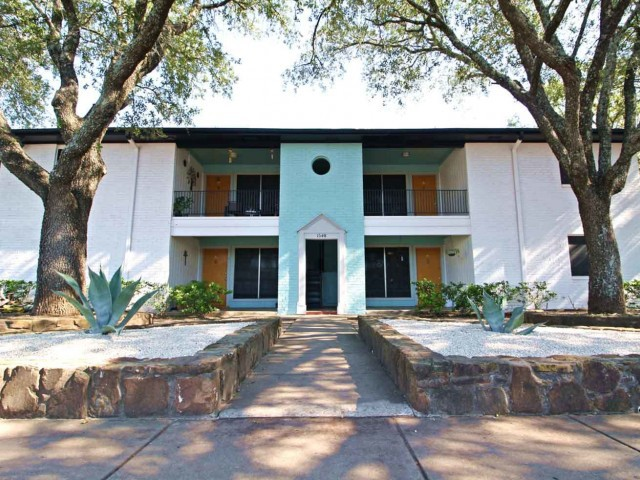 Apartments Near UT Austin Meadows Edge for University of Texas - Austin Students in Austin, TX