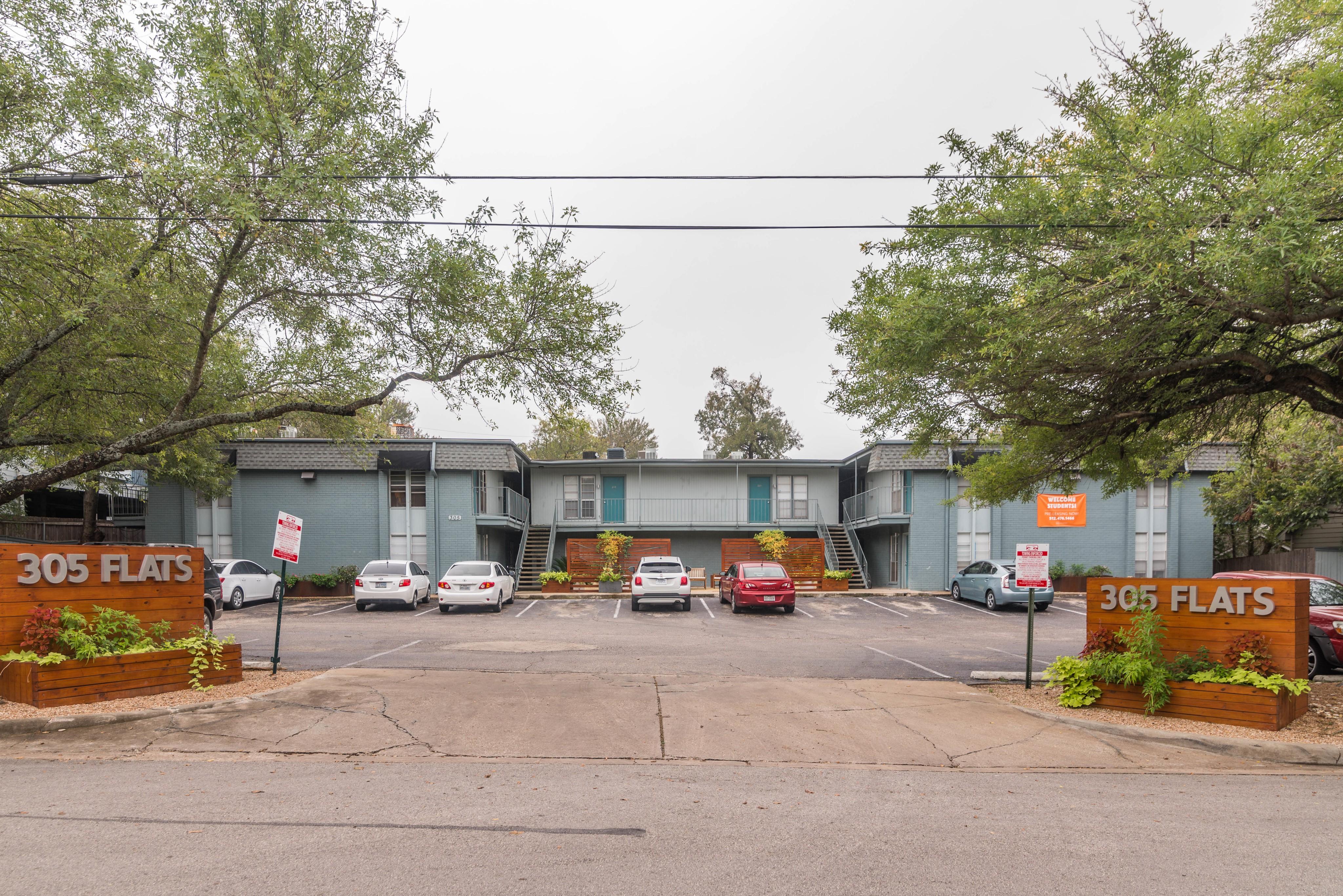 Apartments Near UT Austin 305 Flats for University of Texas - Austin Students in Austin, TX