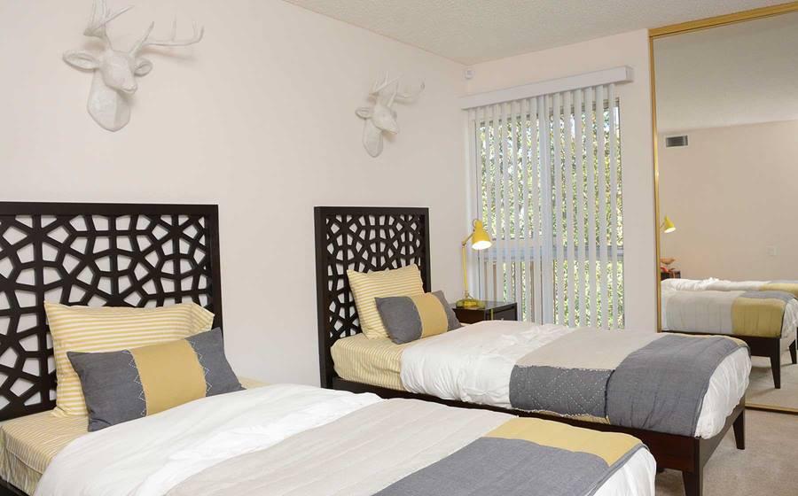 eaves Woodland Hills rental