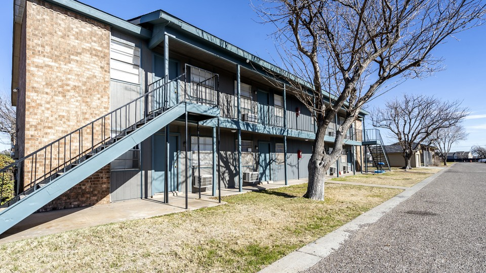 Apartments Near UTPB Alturas Andrews for The University of Texas of the Permian Basin Students in Odessa, TX