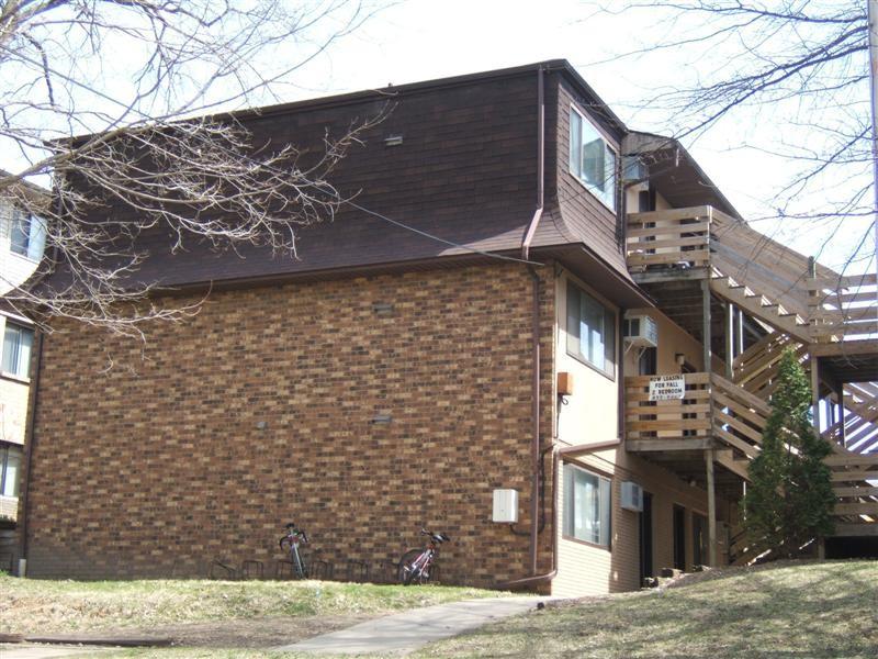 Apartments Near University of Iowa 430 S. Van Buren for University of Iowa Students in Iowa City, IA