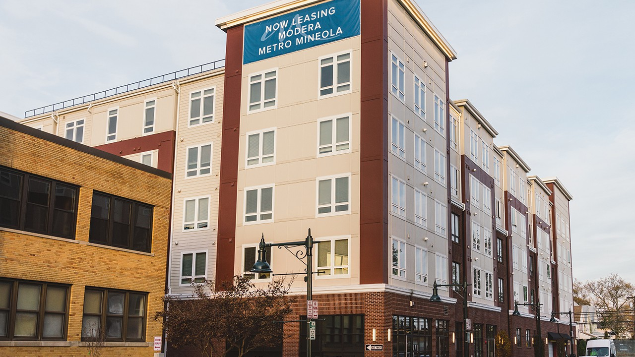 Apartments Near Hofstra Modera Metro Mineola for Hofstra University Students in Hempstead, NY