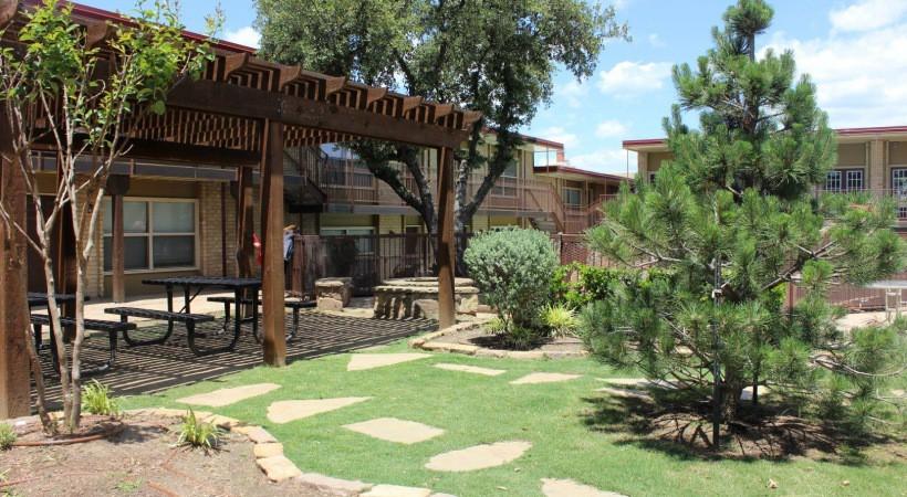 Apartments Near TCU El Jardin for Texas Christian University Students in Fort Worth, TX