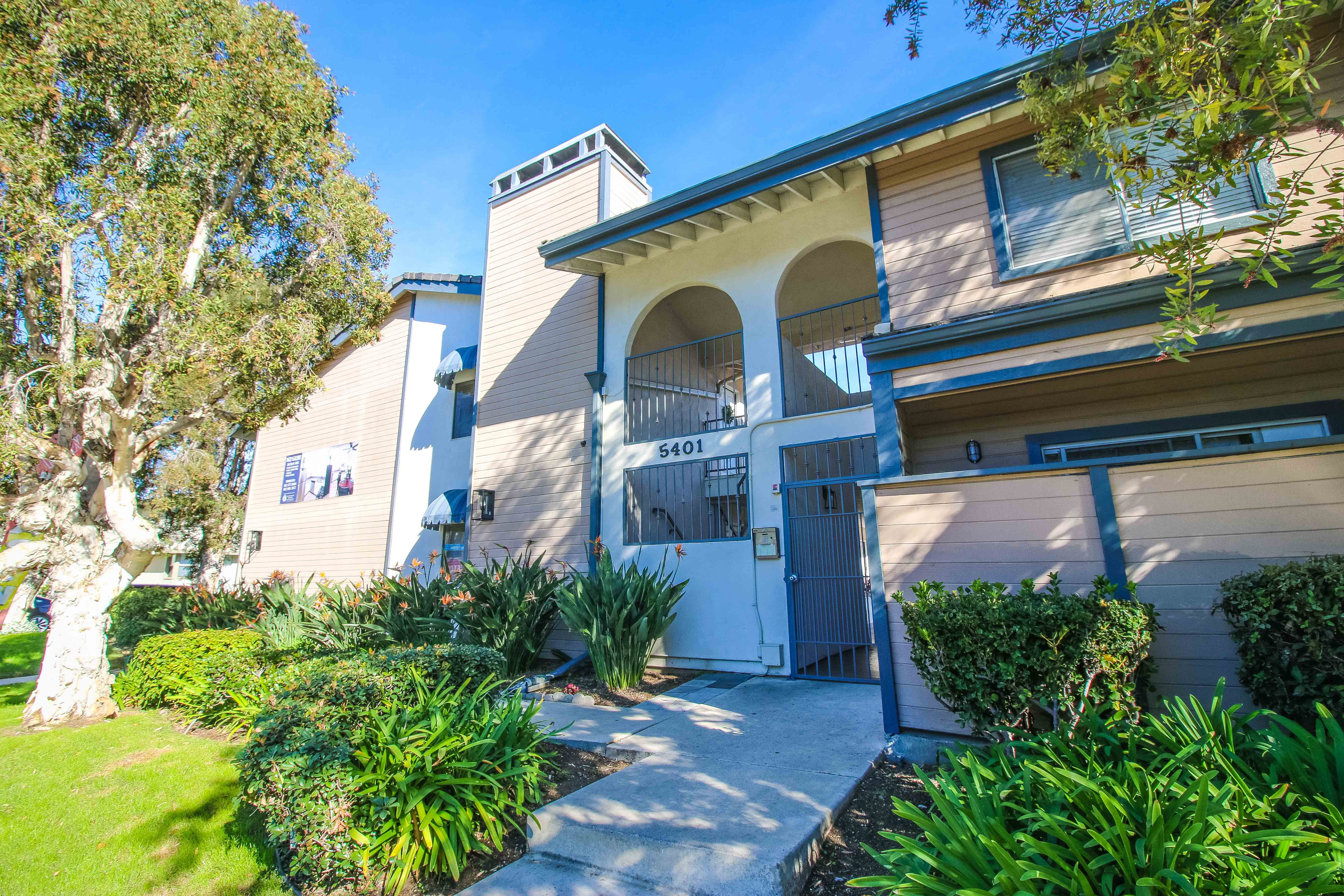 Apartments Near CSU Long Beach 5401 E. Anaheim Rd. for Cal State Long Beach Students in Long Beach, CA