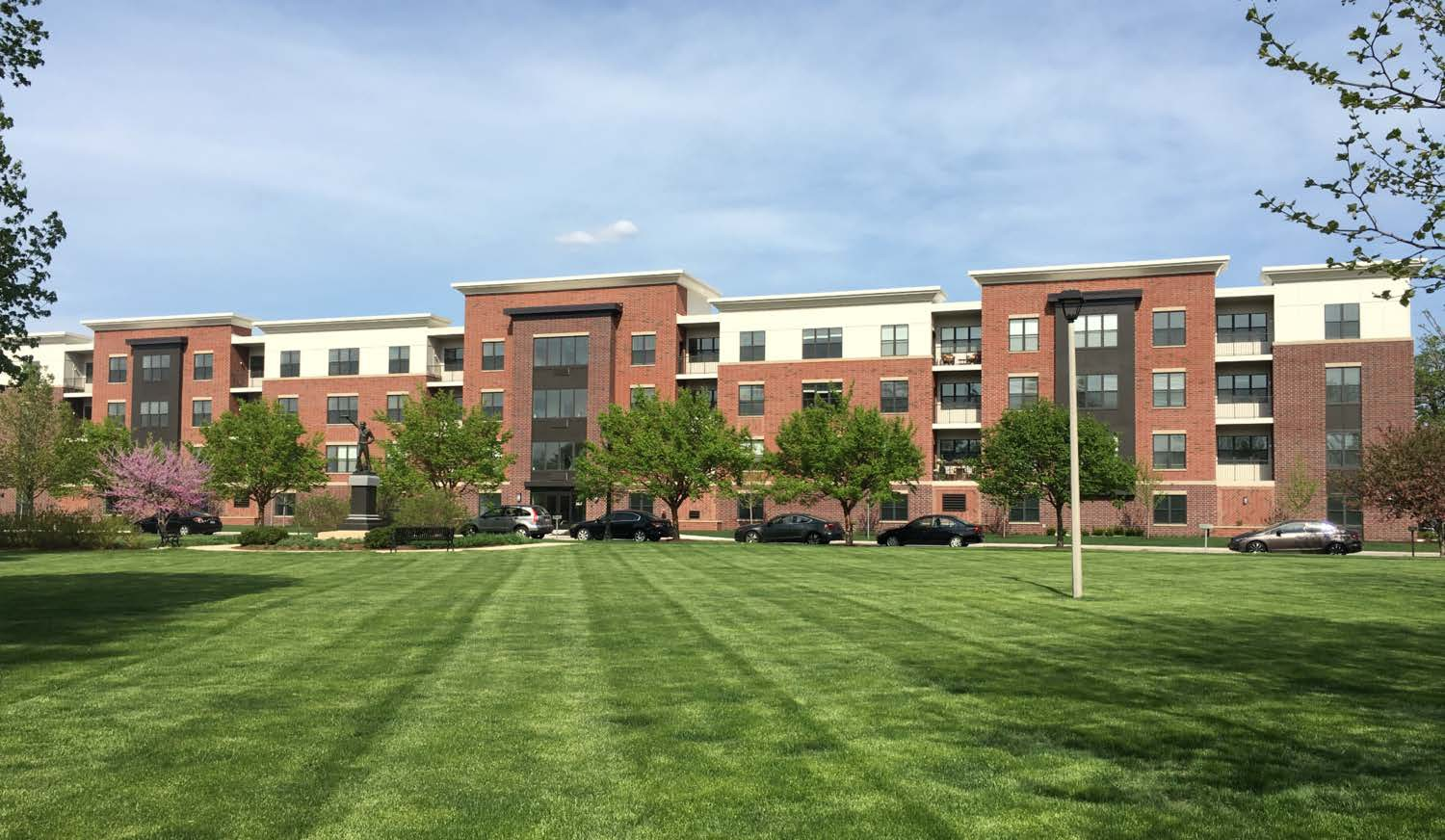 Apartments Near Lewis 320 N Ellsworth Street for Lewis University Students in Romeoville, IL