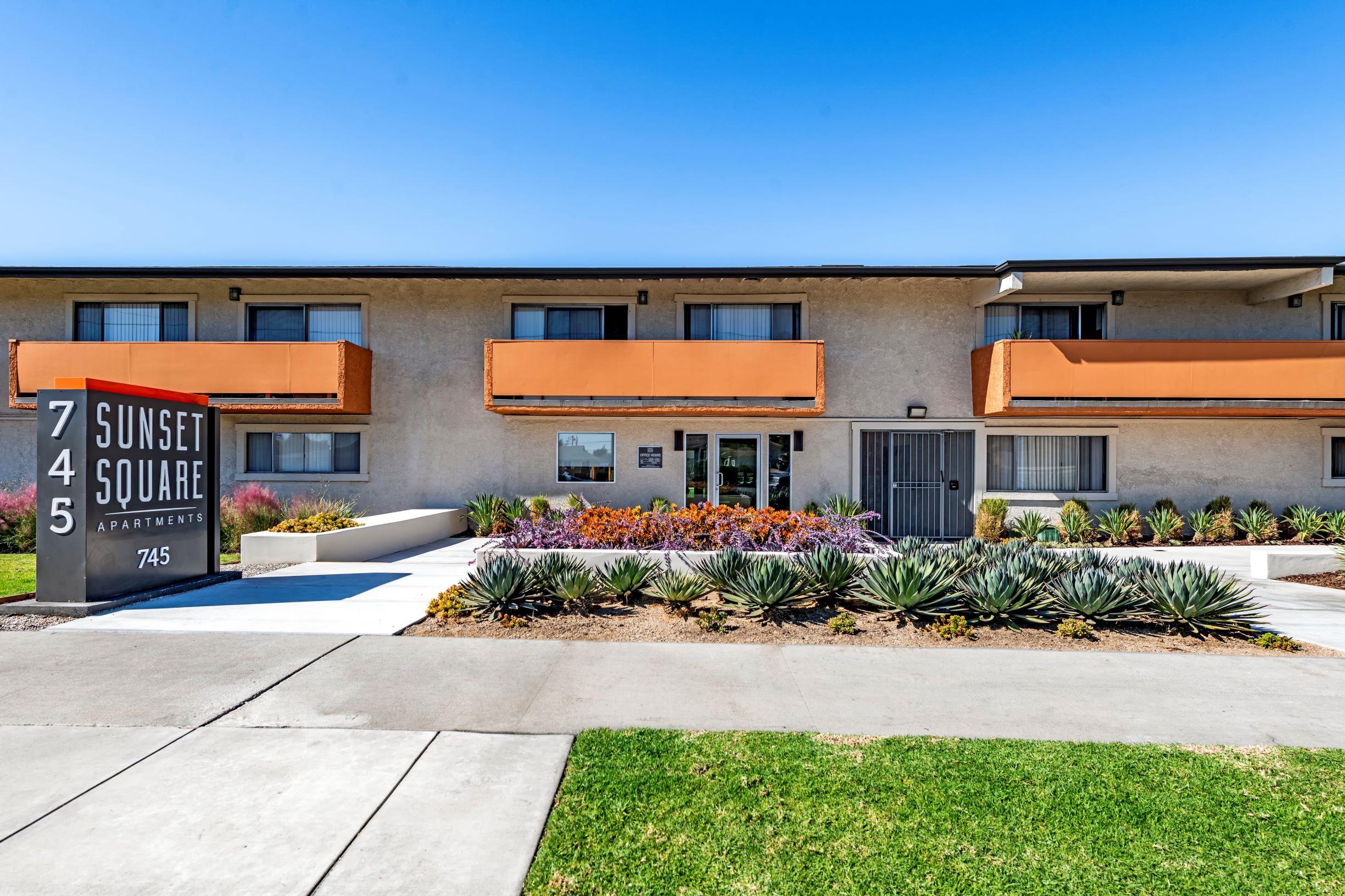Apartments Near Biola Sunset Square for Biola University Students in La Mirada, CA