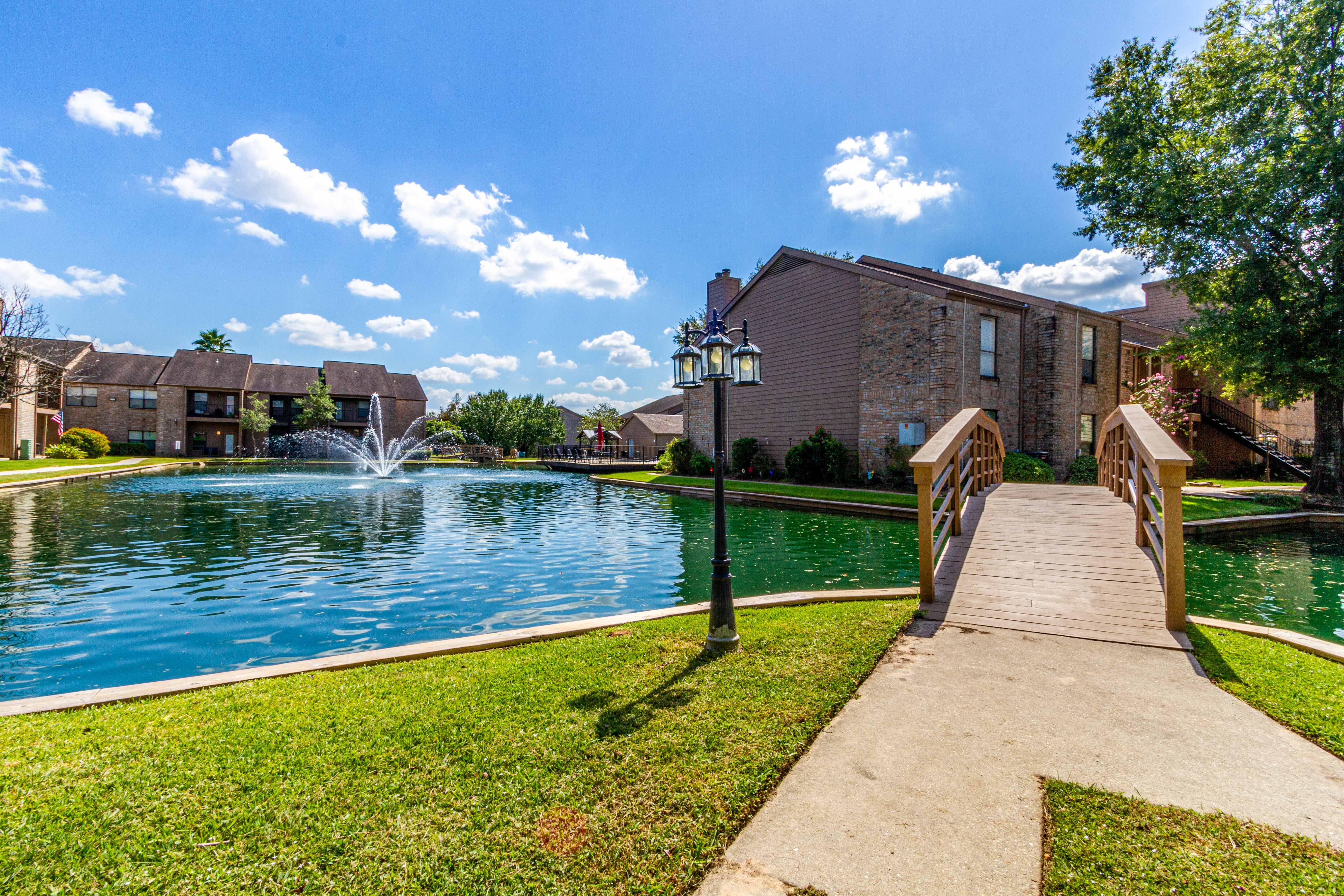 Lakebridge Apartments
