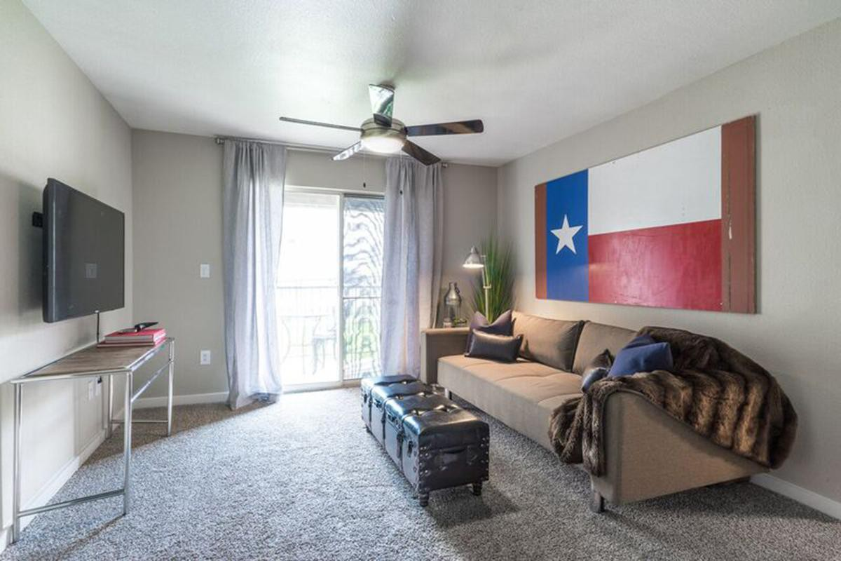 Apartments Near UT Austin Ovation Apartments for University of Texas - Austin Students in Austin, TX
