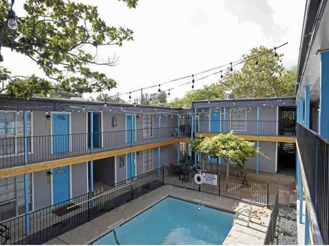 Apartments Near UT Austin Bannister Place for University of Texas - Austin Students in Austin, TX