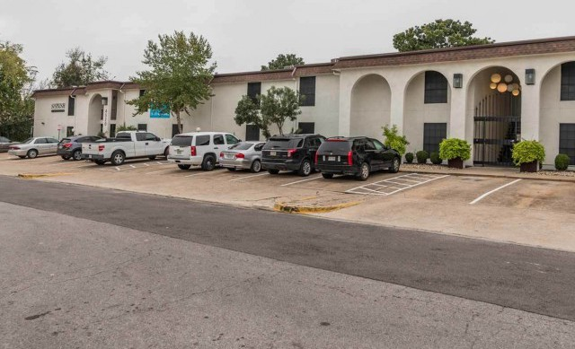 Apartments Near UT Austin Spanish Trails for University of Texas - Austin Students in Austin, TX