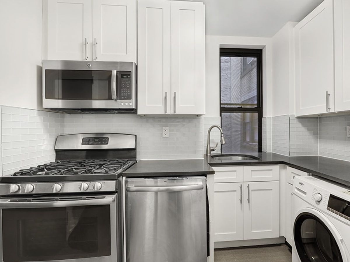 Apartments Near Columbia 15 W 55th St for Columbia University Students in New York, NY