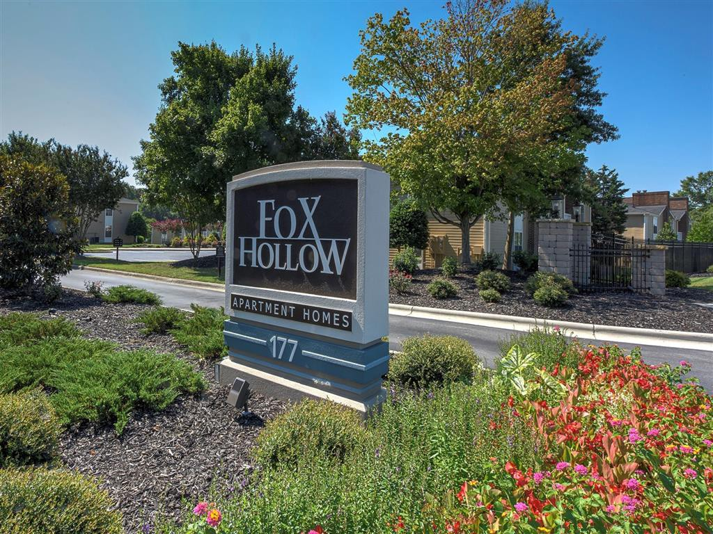 Apartments Near HPU Fox Hollow for High Point University Students in High Point, NC