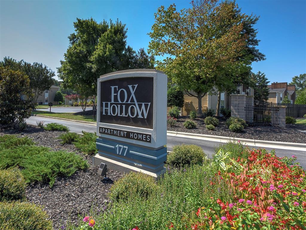 Apartments Near North Carolina Fox Hollow for University of North Carolina at Greensboro Students in Greensboro, NC