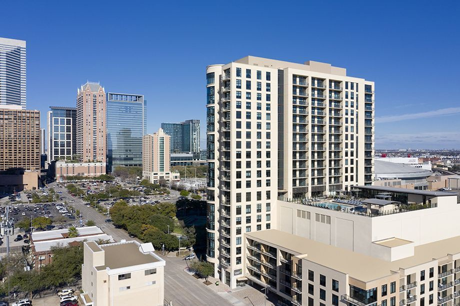 Apartments Near UH-Downtown Camden Downtown Houston for University of Houston (downtown) Students in Houston, TX