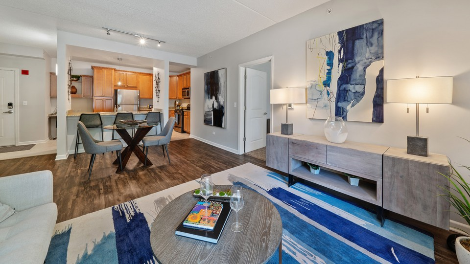 Apartments Near MWU ReNew Downers Grove for Midwestern University Students in Downers Grove, IL