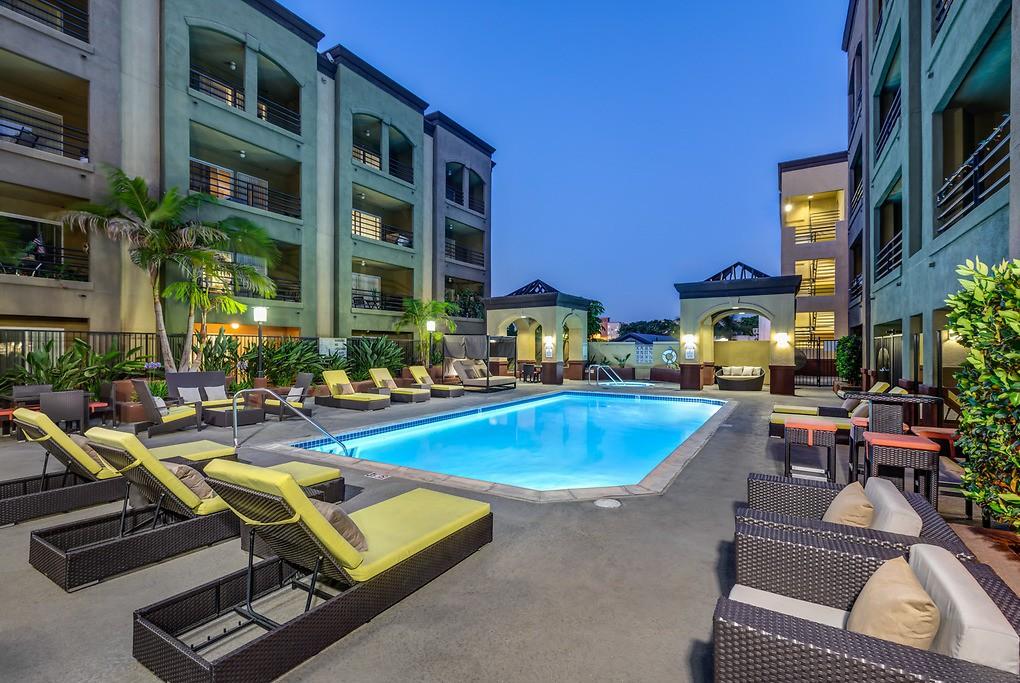 Apartments Near Fullerton College Wilshire Promenade for Fullerton College Students in Fullerton, CA