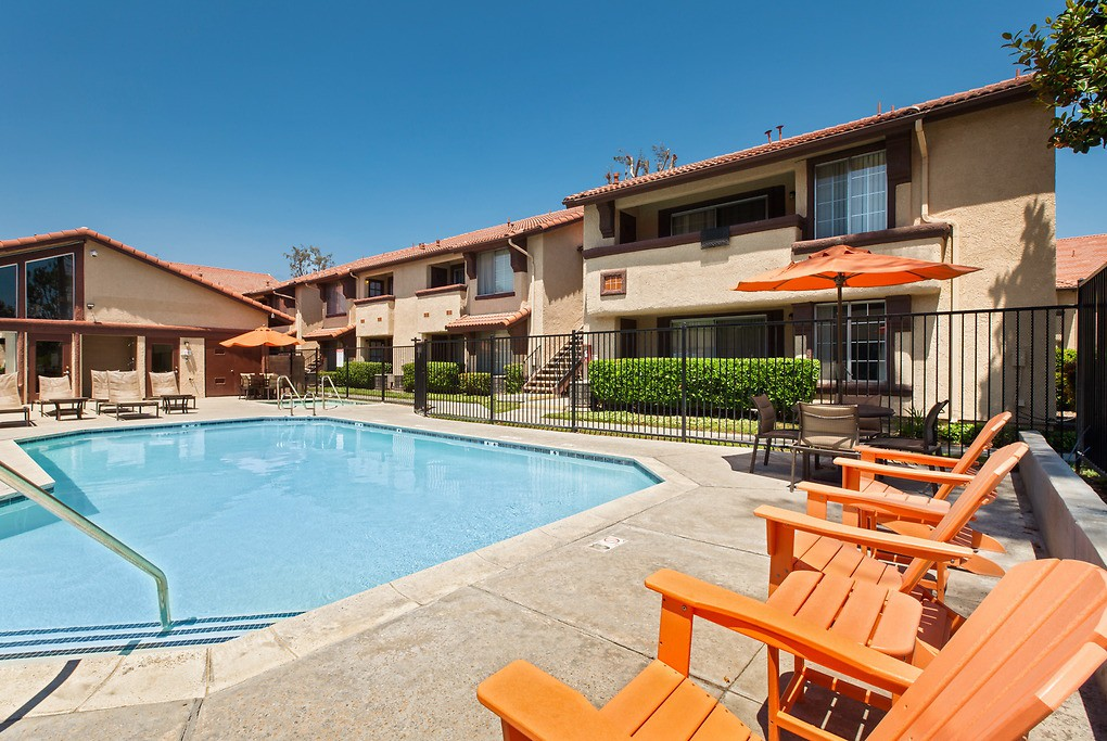 Apartments Near MSJC The Devonshire for Mt. San Jacinto College Students in San Jacinto, CA