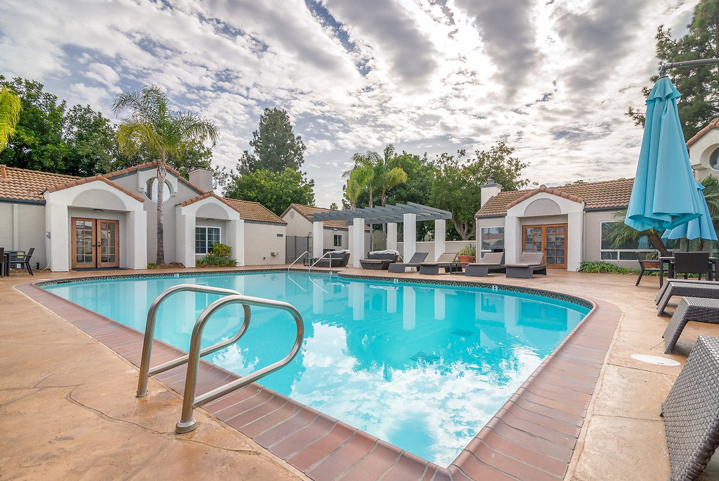 Apartments Near MiraCosta Country Villas for Mira Costa College Students in Oceanside, CA