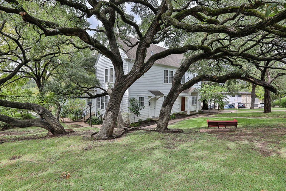 Apartments Near UT Austin Cedar 31 for University of Texas - Austin Students in Austin, TX