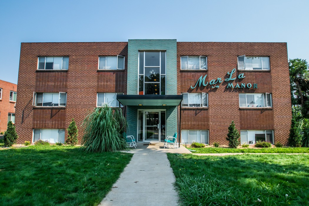Apartments Near CCU Marla Manor for Colorado Christian University Students in Lakewood, CO