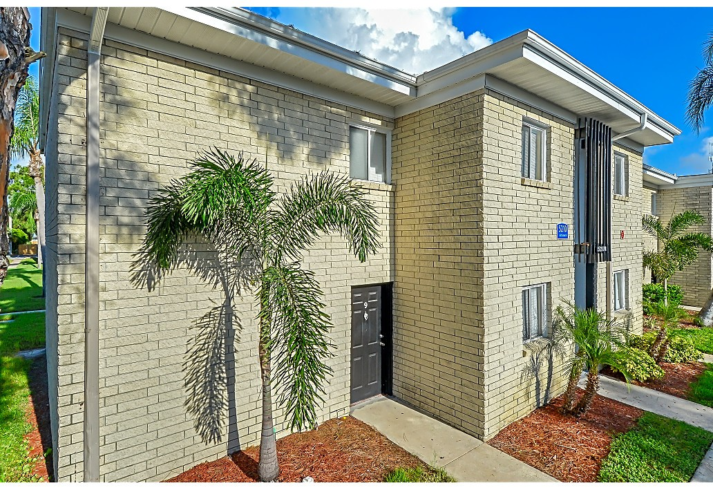 Apartments Near Eckerd Crossings at 66th for Eckerd College Students in Saint Petersburg, FL