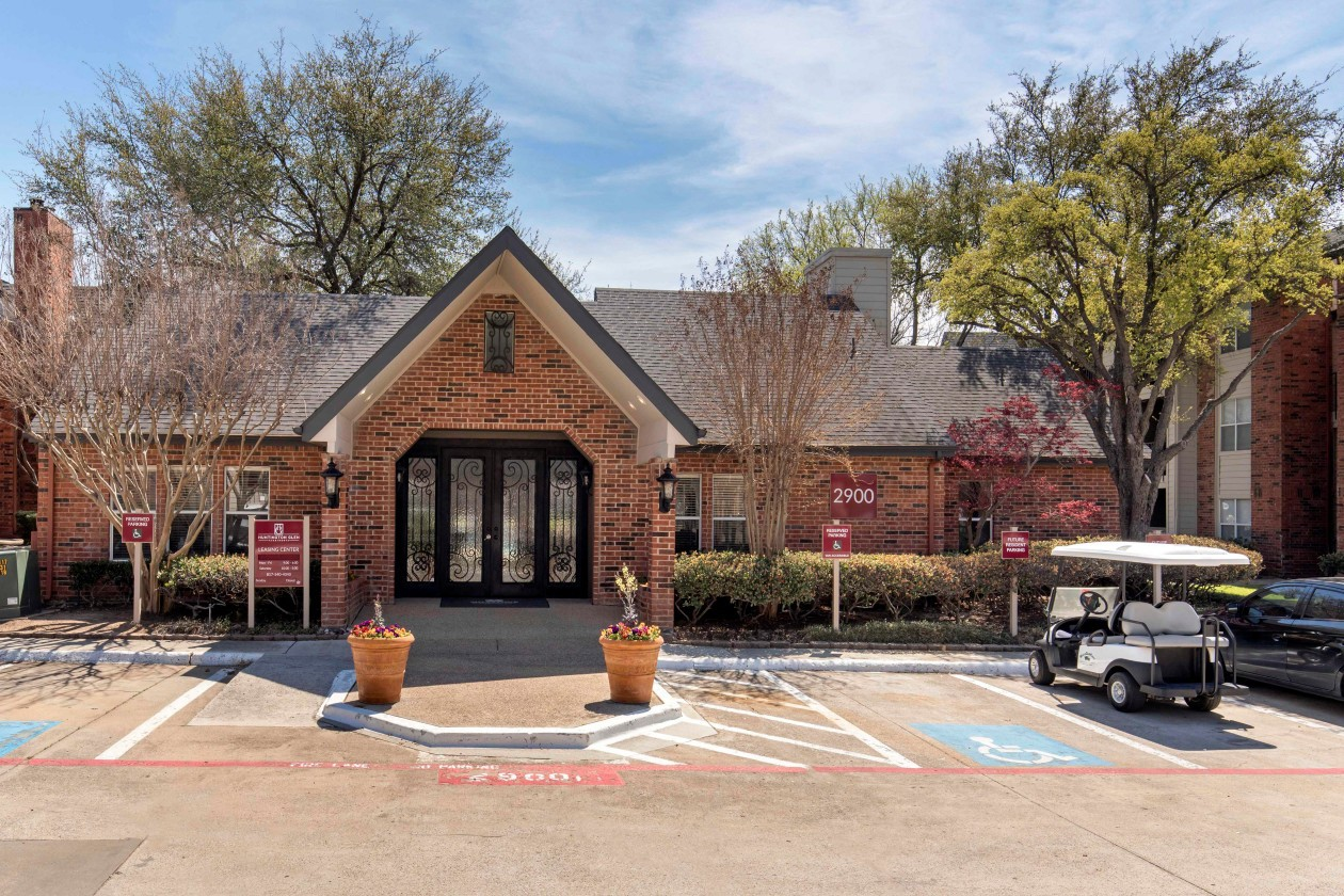 Apartments Near UT Arlington Huntington Glen Apartments for University of Texas at Arlington Students in Arlington, TX
