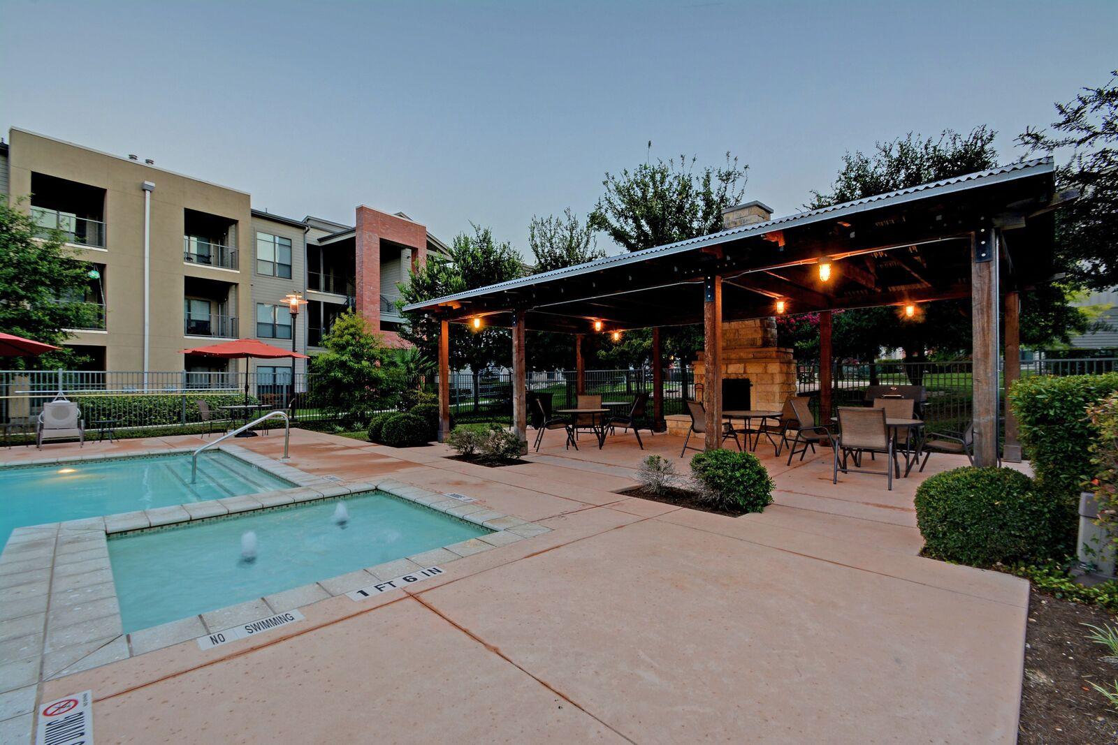 Apartments Near UT Austin Retreat at North Bluff for University of Texas - Austin Students in Austin, TX