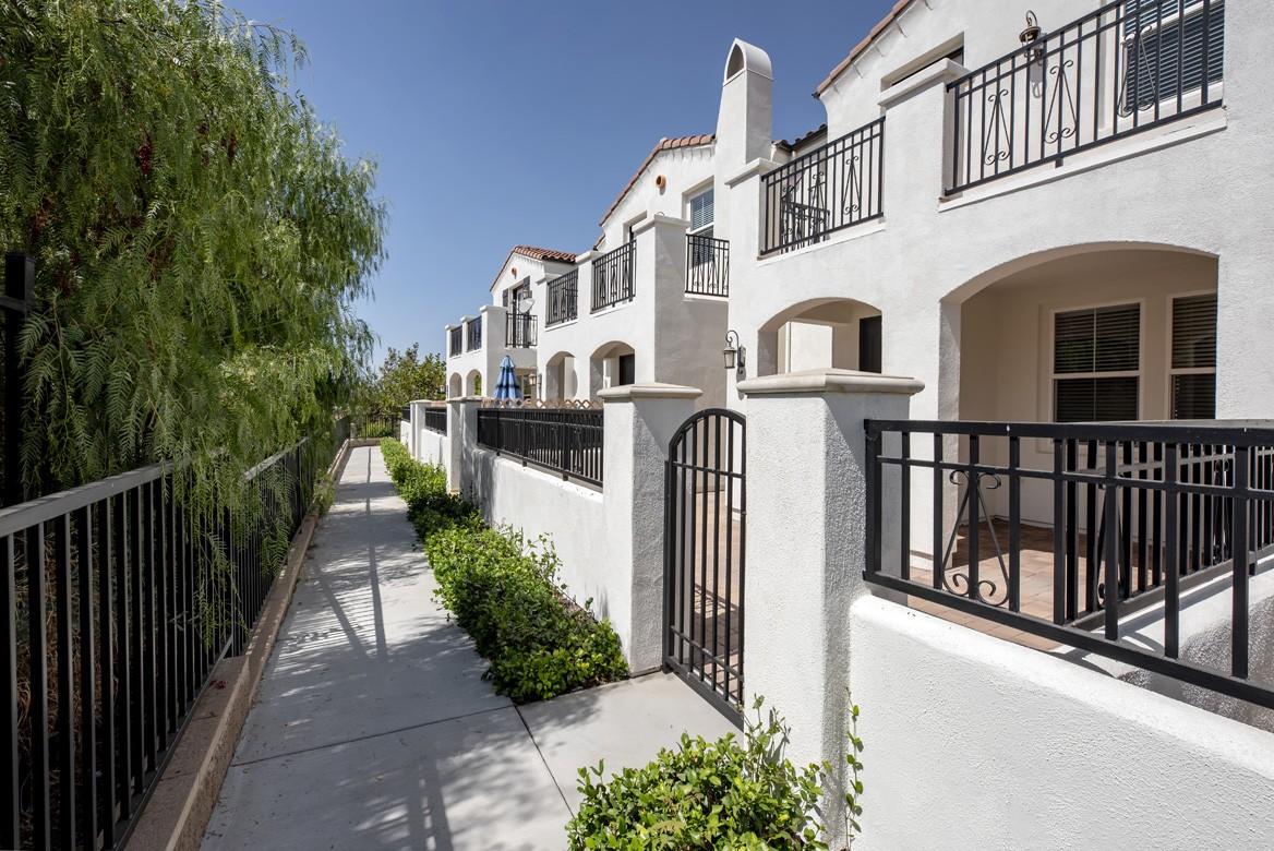 Apartments Near Cal Lutheran Rancho Serrano for California Lutheran University Students in Thousand Oaks, CA