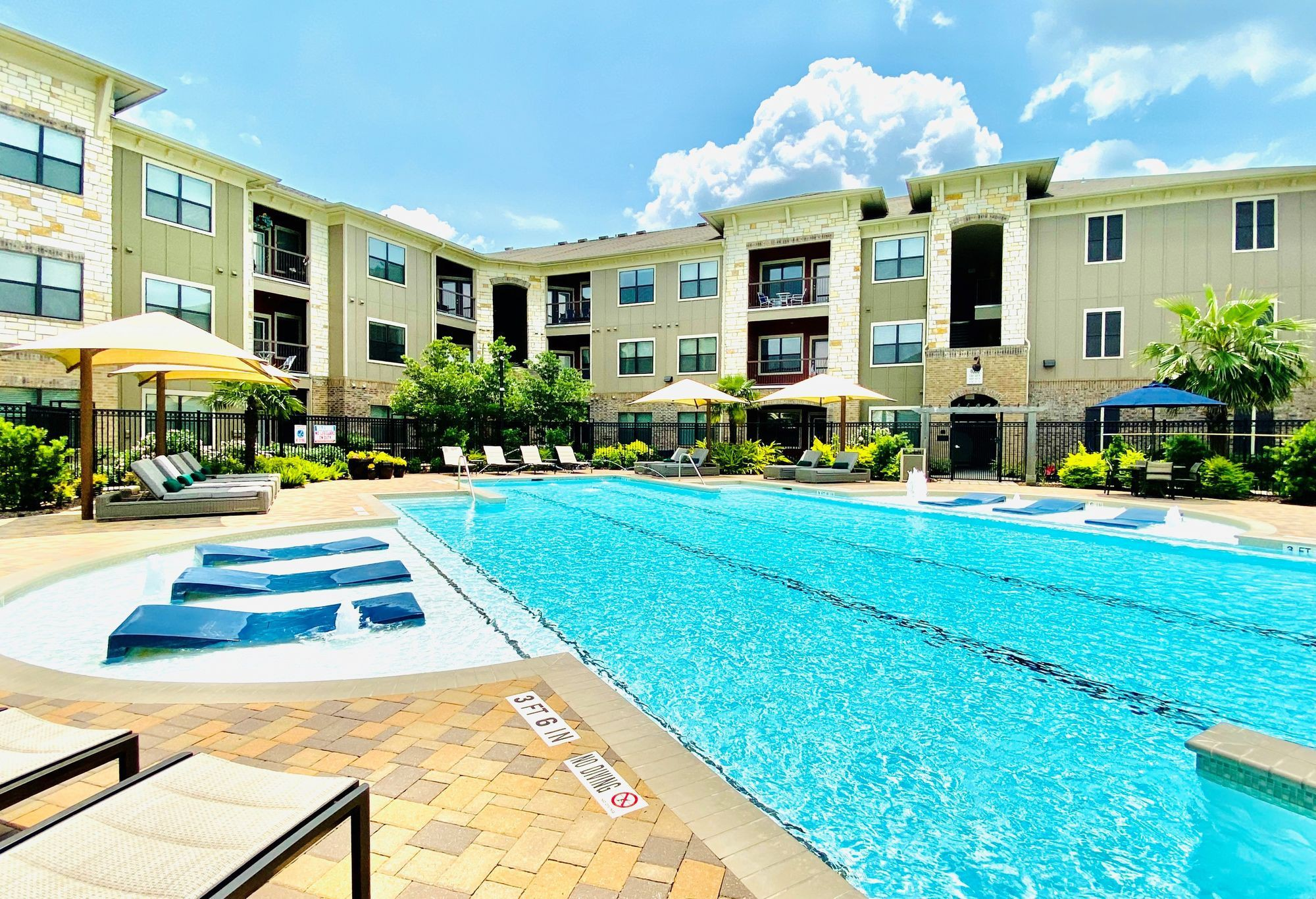 Apartments Near NHMCC Cortland Spring Cypress for North Harris Montgomery Community College Students in The Woodlands, TX