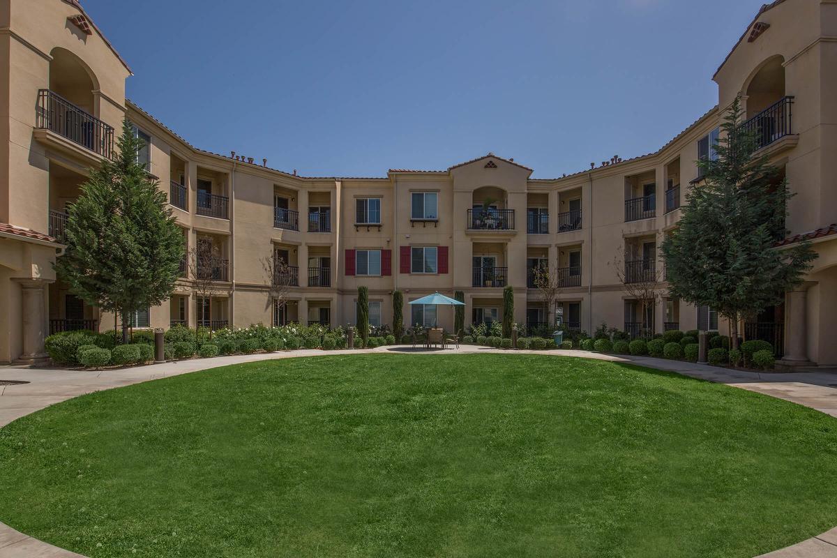 Apartments Near Scripps Monaco - 55+ Senior for Scripps College Students in Claremont, CA