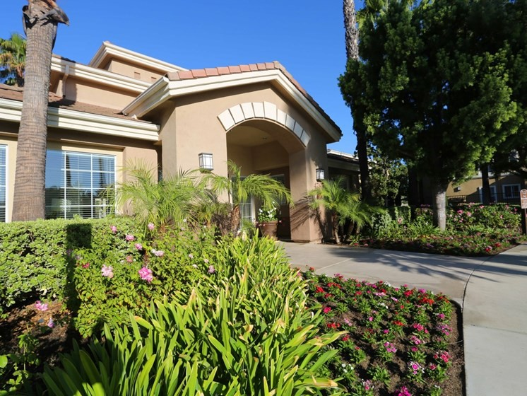 Apartments Near Cal Lutheran Waterstone at Moorpark for California Lutheran University Students in Thousand Oaks, CA