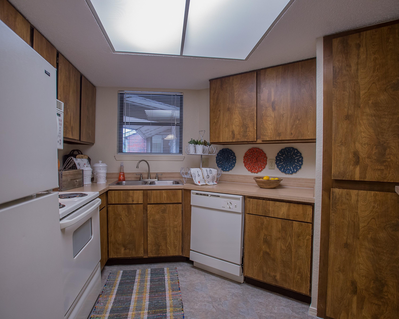 Apartments Near OC Woodscape Apartments for Oklahoma Christian University Students in Edmond, OK