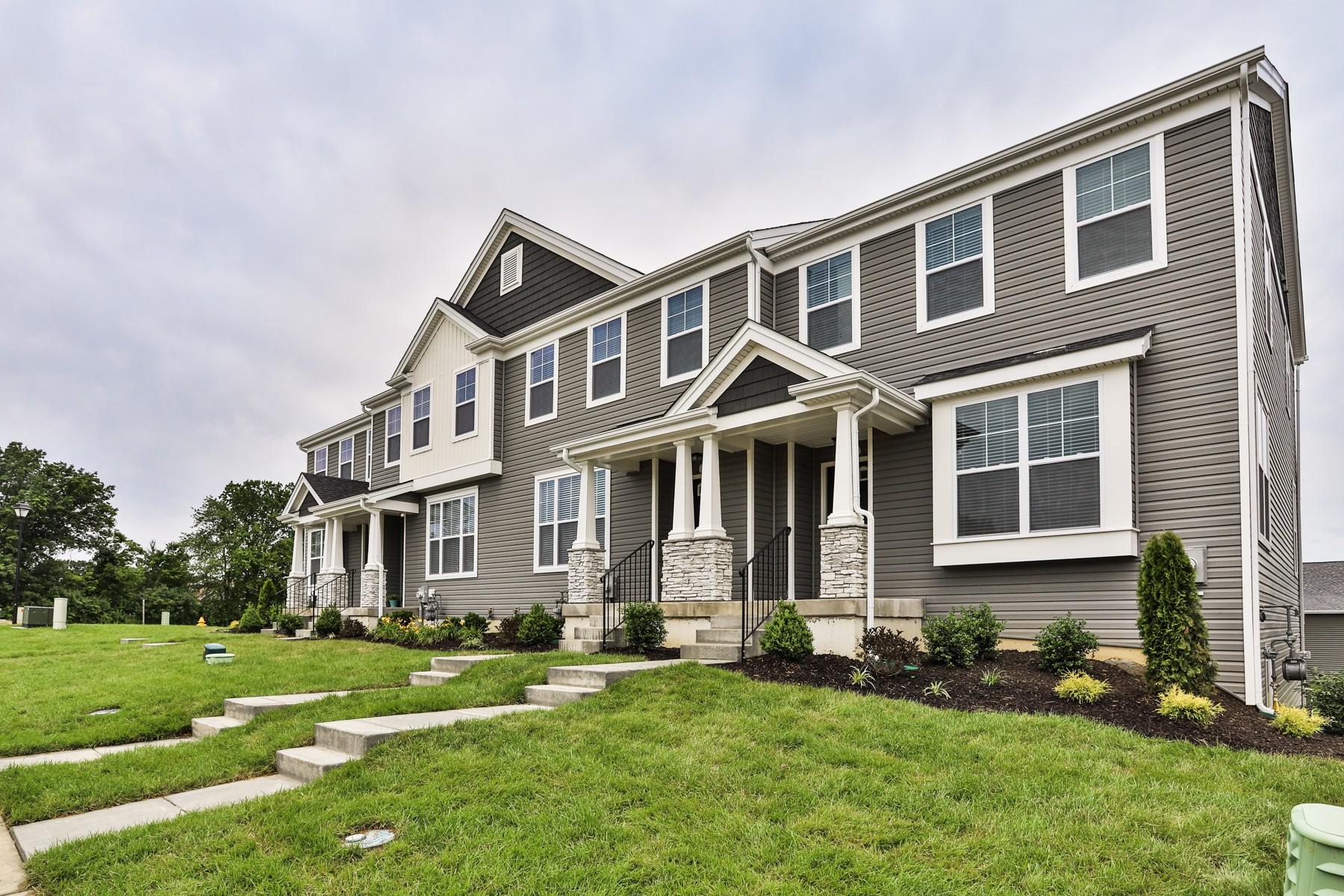 Apartments Near Cottleville Creekside Landing Tri-Level Townhouse & Villas for Cottleville Students in Cottleville, MO