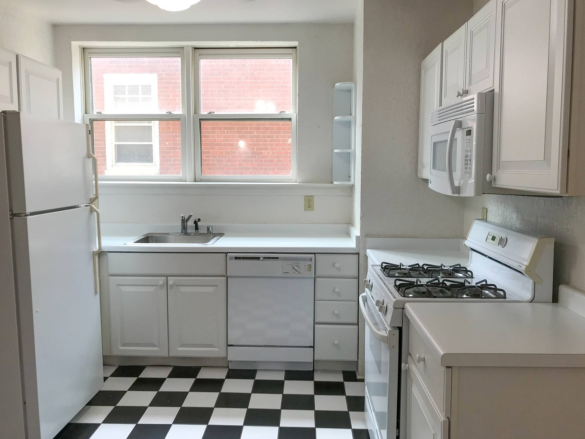 Apartments Near Milwaukee 2550 N. Lake $500 Off First Month Rent for University of Wisconsin-Milwaukee Students in Milwaukee, WI