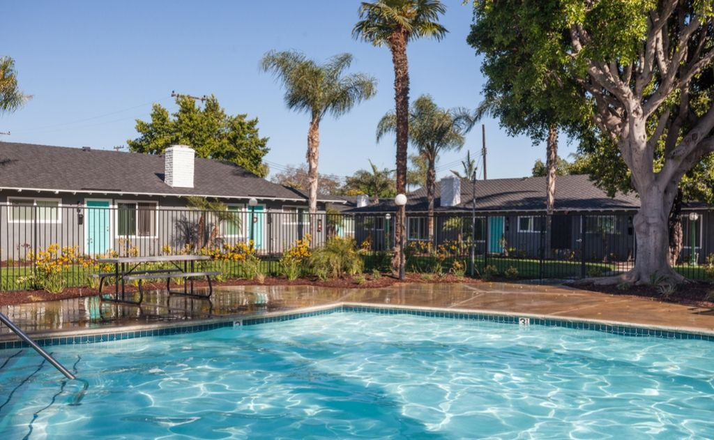 Apartments Near Chapman Washington Place for Chapman University Students in Orange, CA