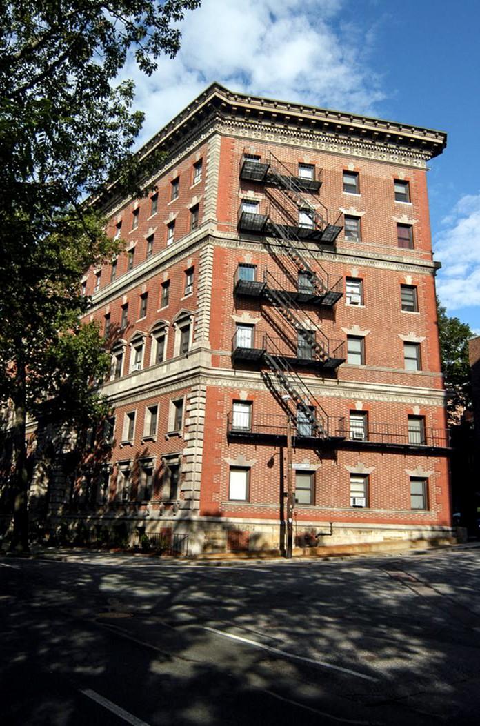 Apartments Near Boston College Princeton on Beacon Street for Boston College Students in Chestnut Hill, MA