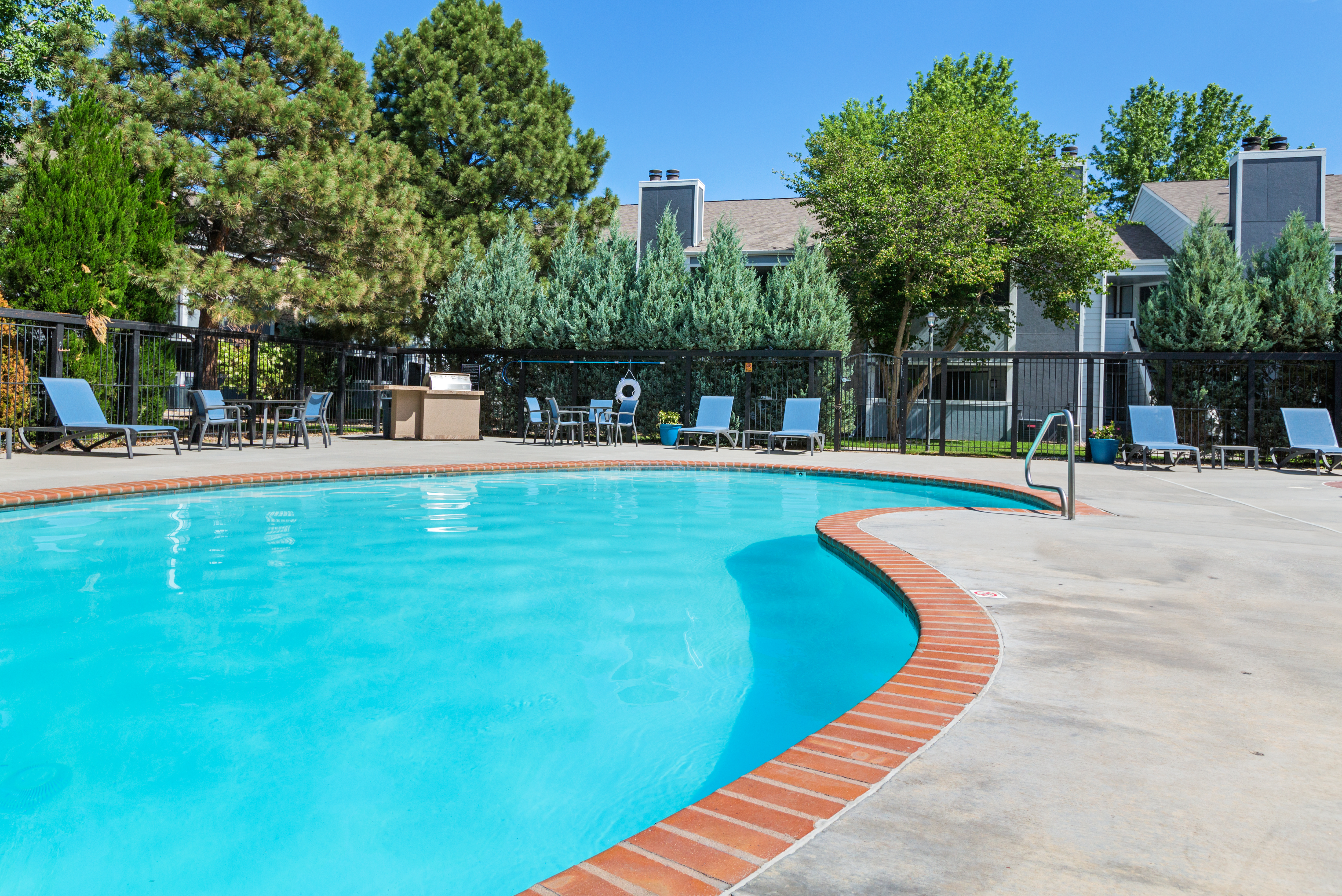 Cheyenne Crest Apartments