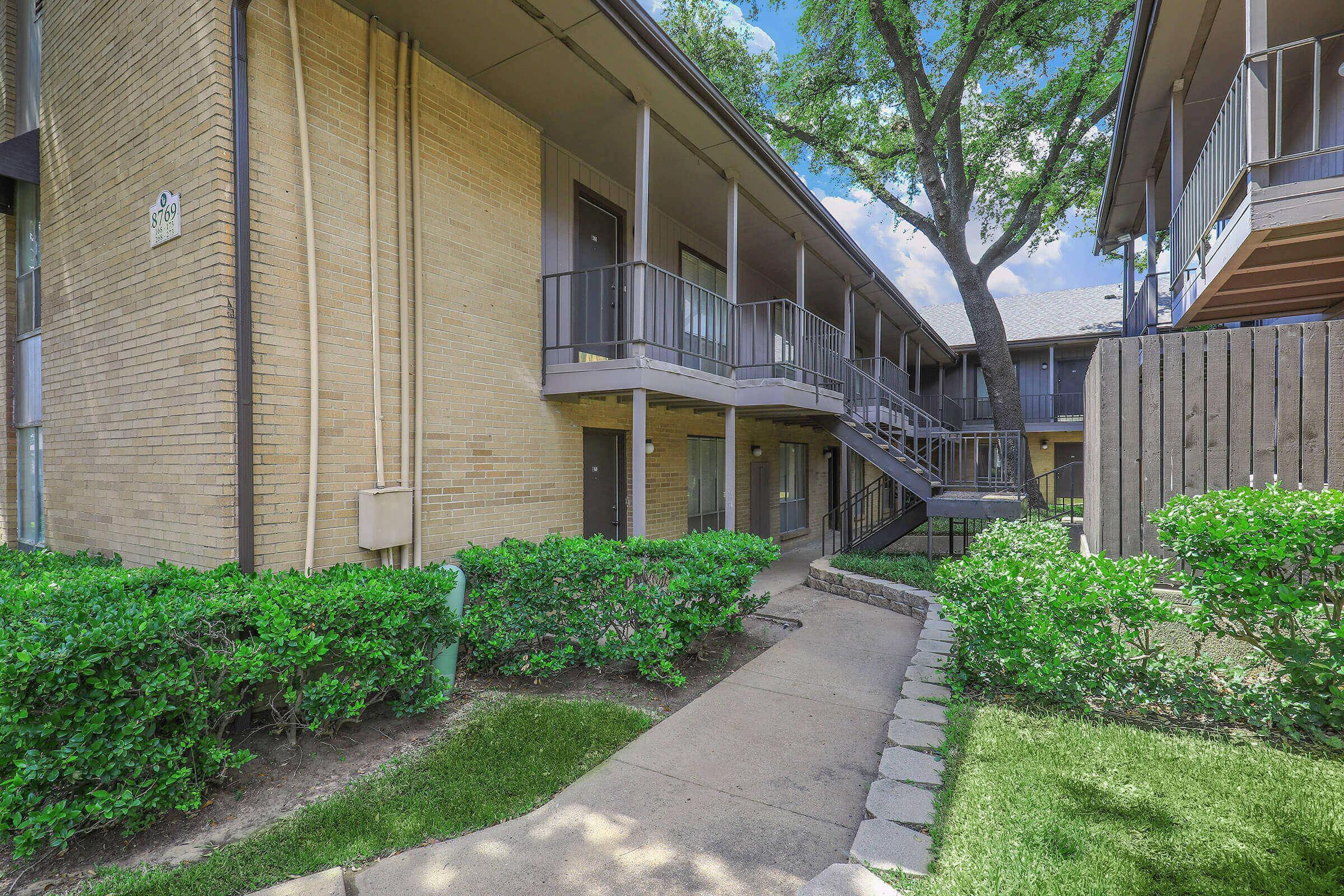 Fox Hills Apartments