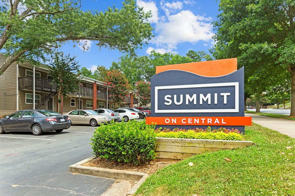 Apartments Near Concord Summit on Central for Concord Students in Concord, NC