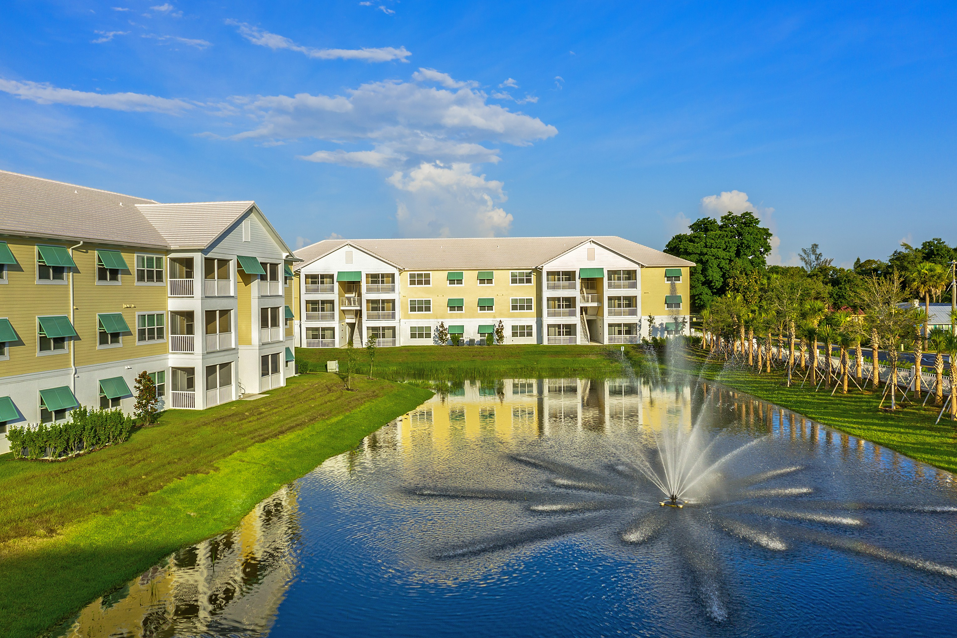 Apartments Near Florida Gulf Coast Mosaic at Oak Creek for Florida Gulf Coast University Students in Fort Myers, FL