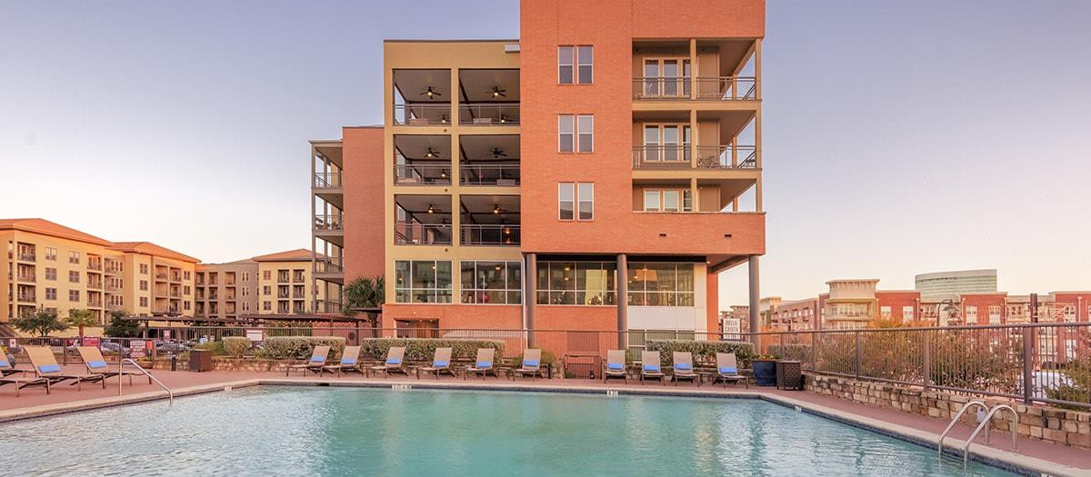 Apartments Near Parker Bella Casita for Parker College of Chiropractic Students in Dallas, TX